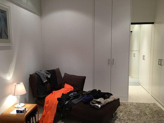 Hotel Saratz: dressing room/2nd bedroom put ota 6