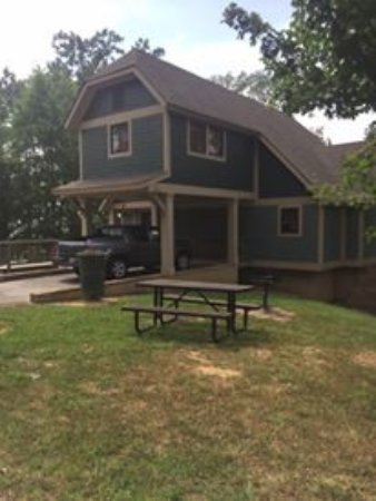 Joe Wheeler State Park: Lakeside Cottage, three bedrooms each with their own bath!!!