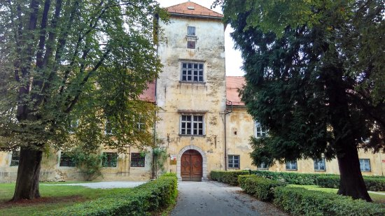 Novo Mesto, Eslovenia: Castle Grm...in need of repair