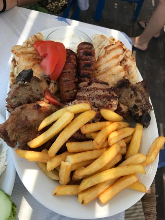 Taverna Saliveros: Mixed grilled meat