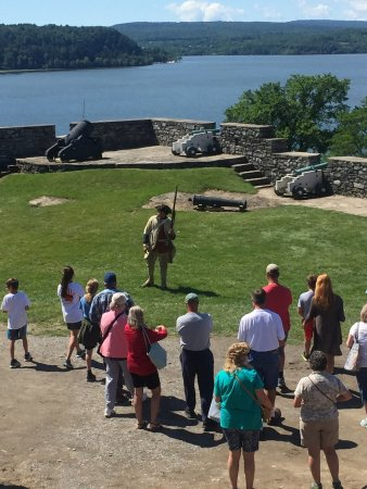 Ticonderoga, Estado de Nueva York: Hayden's Opening Presentation. Get a load of that lake view!