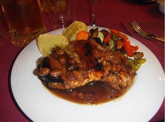 Pizarra, Spain: Pollo Mozárabe con salsa de vino de Málaga