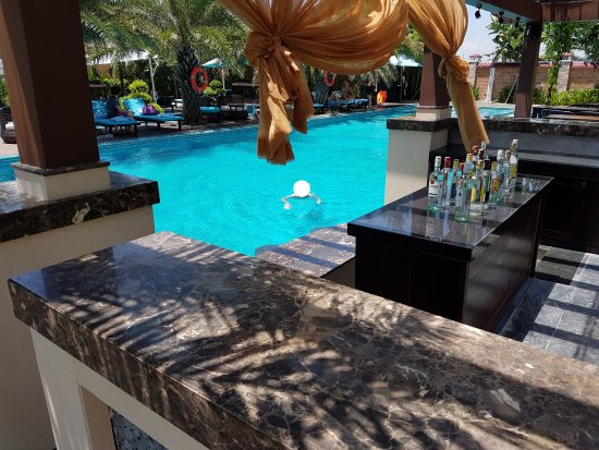 Spa pool and bar chairs in the the water are cool for Koi and pool