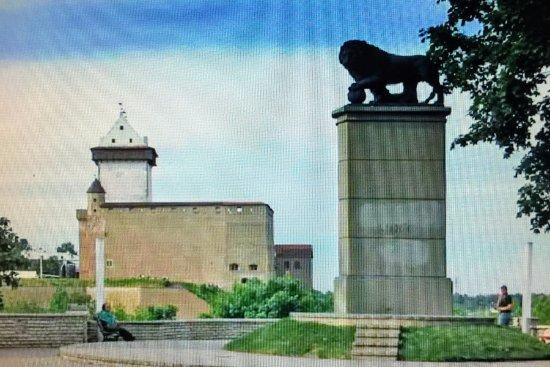 Narva Knights' Fortress: Нарвский замок и Шведский Лев
