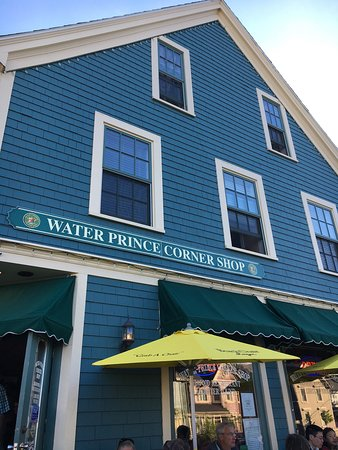 Water Prince Corner Shop and Lobster Pound: We had great dinner in PEI :-)