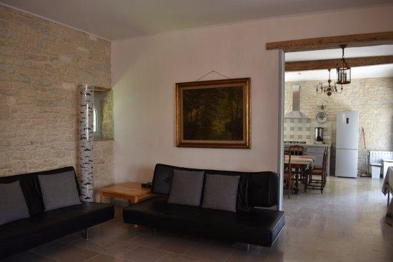Ancy-le-Franc, França: Le salon / salle à manger