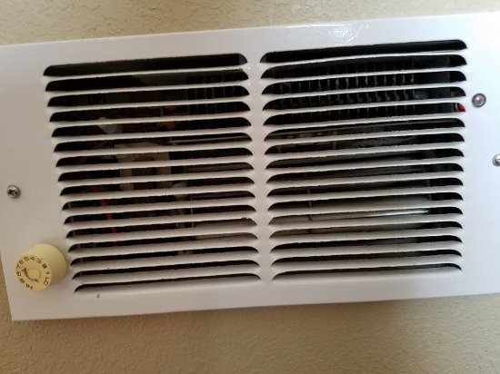 The Coachman Inn & Suites : Here's the wall heater