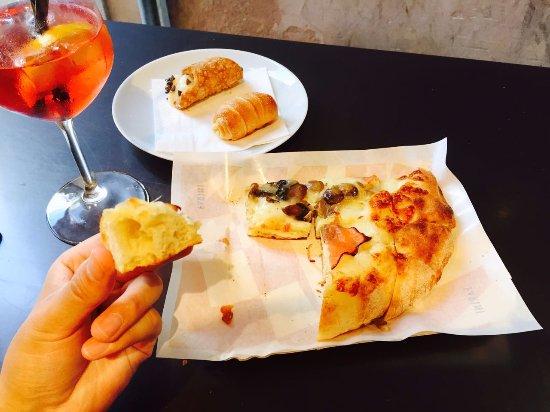Farini: 超級好吃的披薩和點心!!