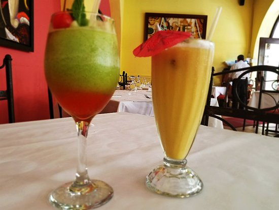 Barrachina Restaurant: Raspberry Frozen Mojito & Piña Colada