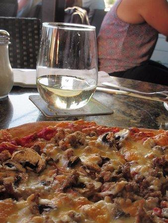 Maple Ridge, Canada: Wine & Pizza
