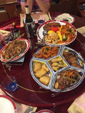 Hainaut Province, Belgium: Menu gastronomique pour 2 personnes, table de riz pour 2 personnes et porc épicé. Un délice