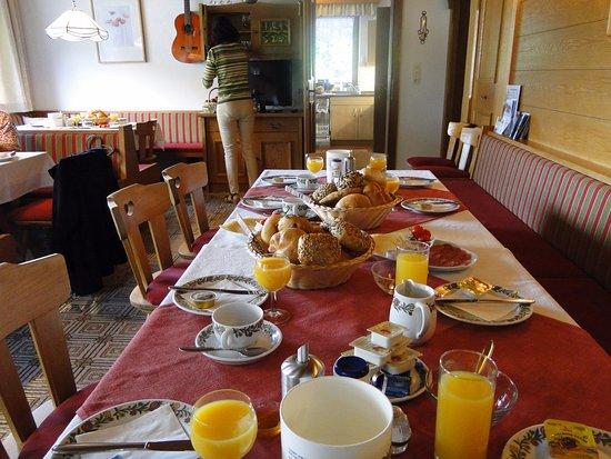 Waidring, Österreich: Breakfast is waiting.