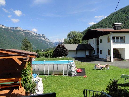 Waidring, Österreich: Garden with the pool.
