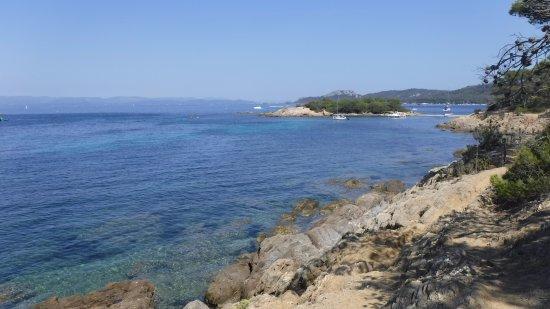 Porquerolles Island, Frankrijk: scogli prospicenti alla Plage d'Argent, isola di Porquerolles