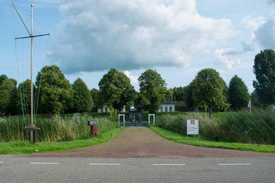 Bodegraven, Holland: Fort Wierickerschans - ingang vanaf de oude rijn