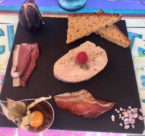 Saint-Nexans, França: foie gras with magret of duck and fig chutney with pain d'epices