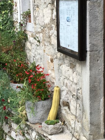 Roc, Hırvatistan: Hum Konoba