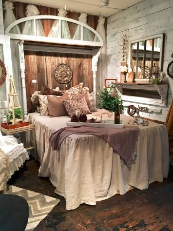 Buffalo, MN: Headboards and bedding to die for