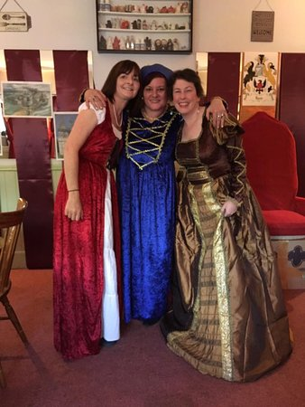Chesham, UK: Guests in the party room