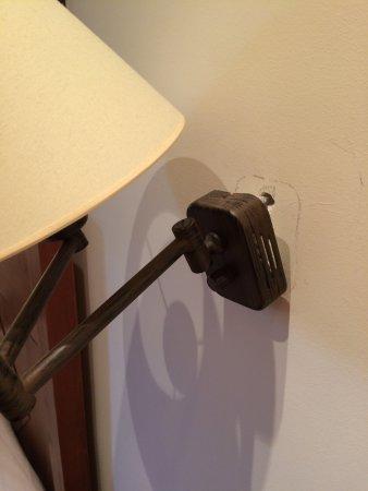 Arbizu, España: Même la lampe cherche à se sauver...