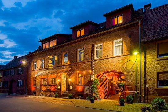 Werbach, Tyskland: Die Aussenansicht des Hotels mit Lokal.
