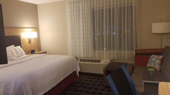 Auburn, AL: Bedroom