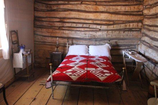 Bluff Fort Historic Site: une chambre d'une maison reconstituée