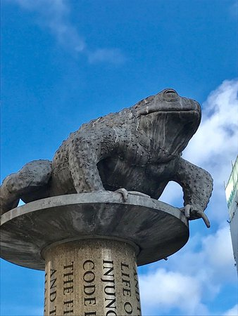Statue of The Toad