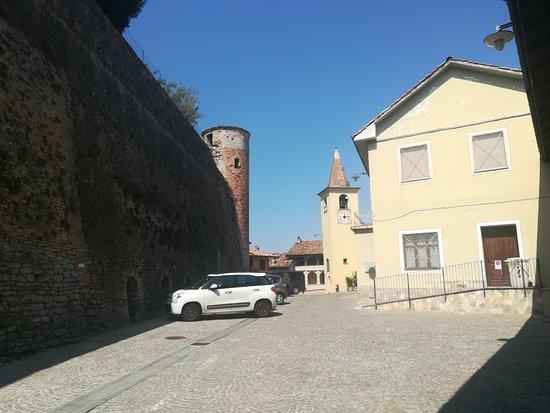 Castiglione Falletto, Włochy: IMG_20170818_121411_large.jpg