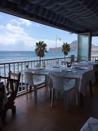 Hotel-Restaurante San Miguel: Terraza primer piso del comedor con vistas al mar
