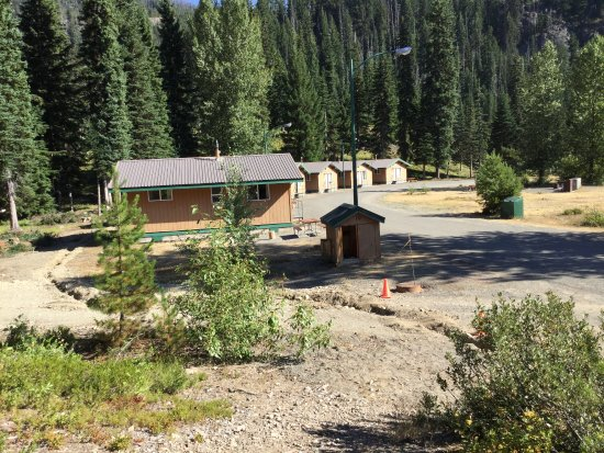 Manning Park, Kanada: View of cabins at the far end of the resort's property.