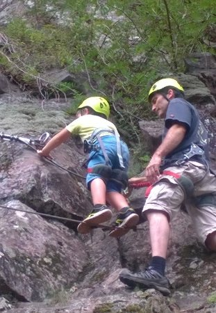 Arteka : Petit garçon de 7 ans qui a pu faire le début du parcours.