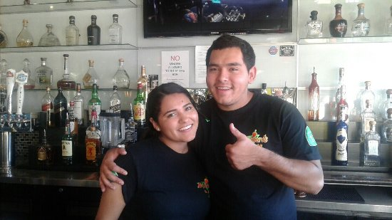 Scotts Valley, Kalifornien: Family owned and operated with a smile! Great food, full bar, friendly staff. What more can you