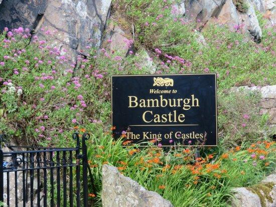 Bamburgh, UK: The entrance sign