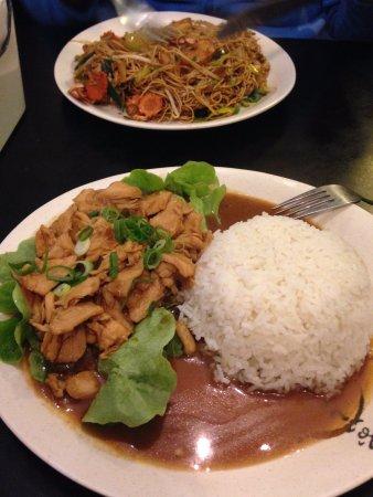 Yakisoba e arroz com frango!