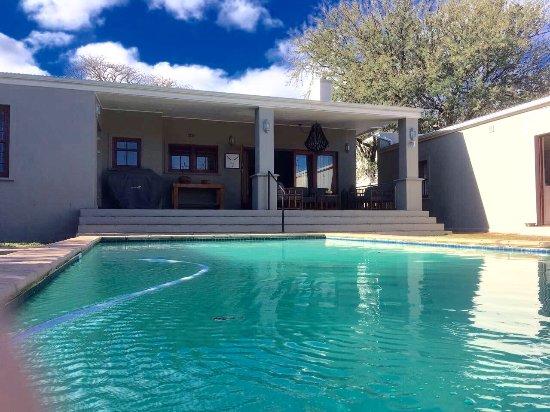 Calais guest house bewertungen fotos preisvergleich for Swimming pool preisvergleich