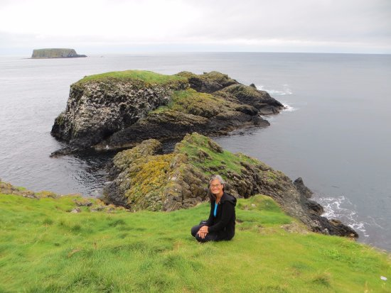 Ballintoy, UK: The beautiful island of Carrickarede is connected by a rope bridge