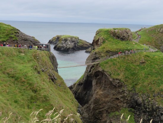 Ballintoy, UK: The bridge is 98 feet high up, connecting to the island of Carrickarede