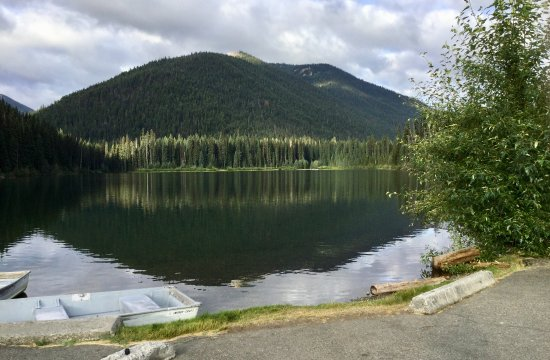 Manning Park, Kanada: Lightning Lake - view at day use park area.