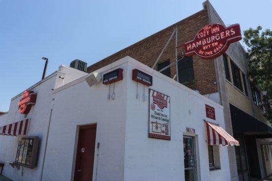 Salina, KS: Exterior of the Cozy Inn