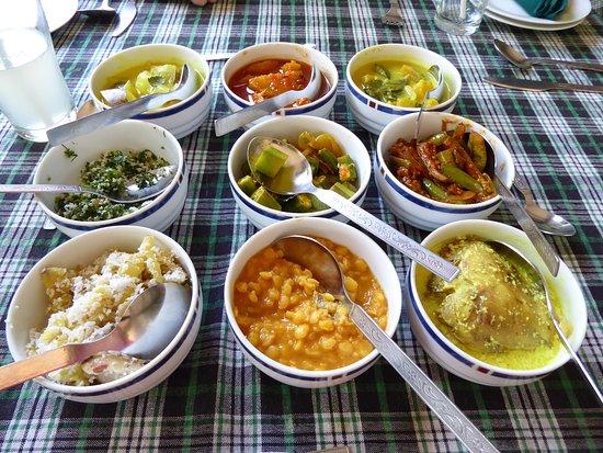 Wattala, Σρι Λάνκα: Lekker eten in een van de lokale restaurantjes aangereikt door Jaleel