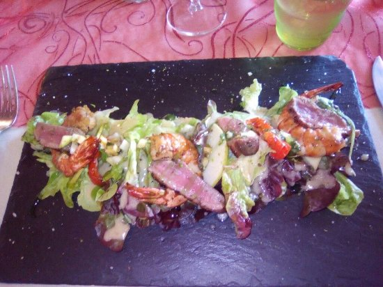 Le Lude, France: salade terre mer