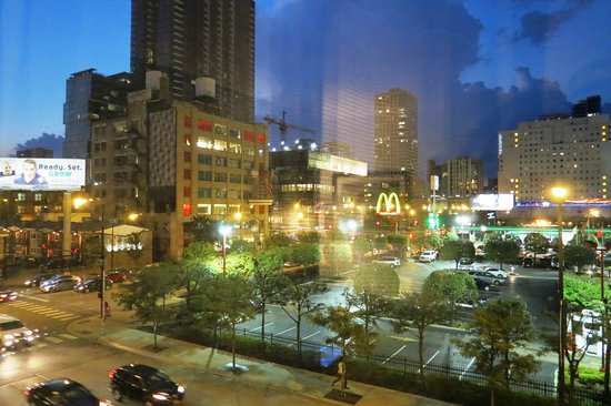 Bathrrom picture of best western river north hotel for Best hotel location in chicago