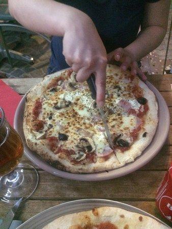 La Fringale: Pizzas et magret de canard !