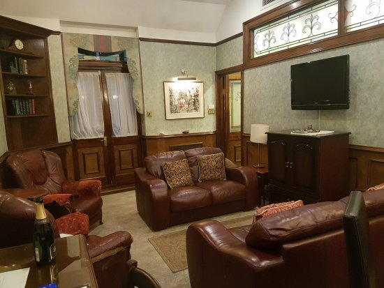 London Elizabeth Hotel: TA_IMG_20170820_202911_large.jpg