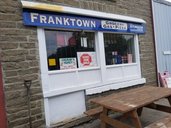 Smiths Falls, Kanada: Franktown Grocery Gas And Pizza