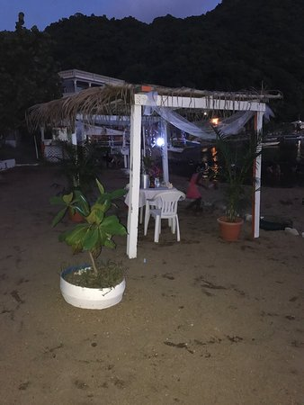 Soufriere, Dominica: Great anniversary at Bubble Beach Spa