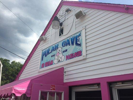 Mashpee, MA: Polar Cave - Best Ice Cream on Cape Cod!!