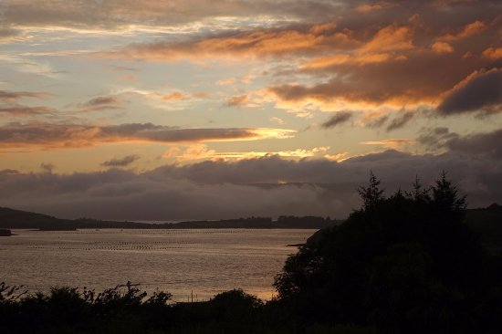 Edencrest Bed and Breakfast: Another sunset from our 2nd floor suite room looking across Bantry Bay.