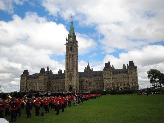Colina del Parlamento: parlamento-troca da guarda